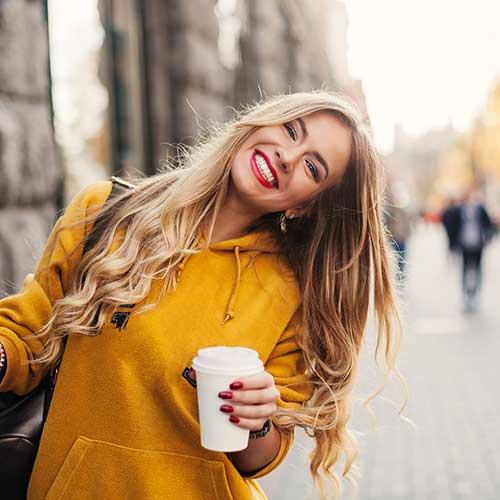 Shakes latte macchiato FiguActive - femme buvant du café au lait